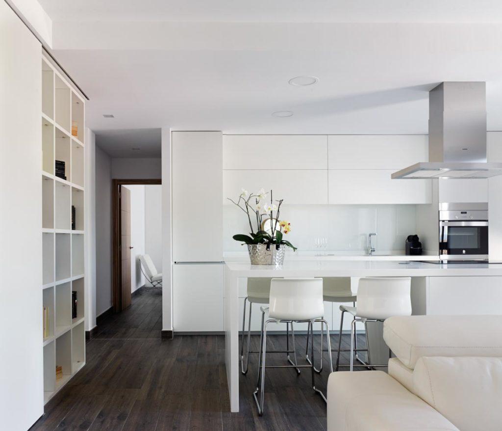 Cocina Blanca a techo - Acr Amueblamientos | Muebles y cocinas a ...